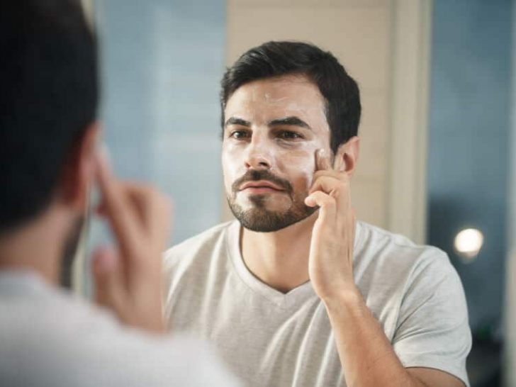 This study shows men bond online over anti-aging products